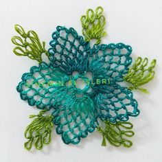 This Pin was discovered by Şav Needle Lace, Needle And Thread, Crochet Unique, Lace Making, Crochet Flowers, Needlework, Diy And Crafts, Sewing Patterns, Projects To Try