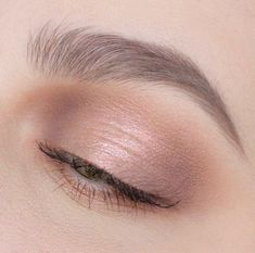 These are the best natural eye makeup looks to try out! These eye makeup looks will flatter everyone for any occasion. Rocking a natural eye makeup is a safe choice that will go with every outfit. Black Eye Makeup, Natural Eye Makeup, Natural Eyes, Natural Beauty, Asian Makeup, Korean Makeup, Asian Beauty, Perfect Eyes, Perfect Makeup