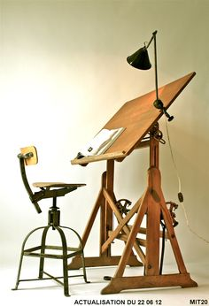 Le grenier roubaix france stock ancienne table d for Bureau meuble en vrac