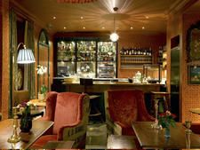 Ambiance club anglais: Very English clubby feel_Lounge at The Zetter Townhouse, London - photos by Jefferson Smith Cocktail Bars London, Best Cocktail Bars, Tavern And Table, Dating In London, Georgian Townhouse, Corner House, London Restaurants, London Calling, Home Decor
