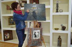 """Η εμπνεύστρια του """"Δημιουργείν"""" Νίνα Κολοβού στο laconialive.gr Painting, Painting Art, Paintings, Painted Canvas, Drawings"""