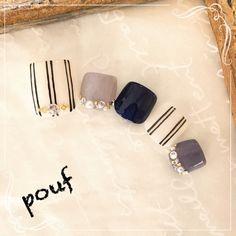 Pinstripe gray and black nail art Super Cute Nails, Pretty Nails, Fabulous Nails, Perfect Nails, Gold Glitter Nails, Feet Nails, Japanese Nails, Toe Nail Designs, Pedicure Nails