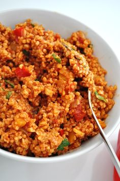 bulgur pilaf with tomatoes and bell peppers – Savormania Bulgur-Pilaw mit Tomaten und Paprika – Savormania Meat Recipes, Whole Food Recipes, Vegetarian Recipes, Cooking Recipes, Healthy Recipes, Bulgur Salad, Turkish Recipes, Ethnic Recipes, Beef Recipes