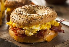 Everyone loves bagels. They're great with cream cheese, peanut butter and cinnamon sugar, or as a base for bagel pizza. Whatever your favorite toppings are, the most important thing is to have a delicious, soft and chewy gluten-free bagel. Breakfast Sandwich Maker, Breakfast Bagel, Breakfast Recipes, Egg And Cheese Sandwich, Bagel Sandwich, Bagel Pizza, Mac And Cheese Pie, Macaroni Cheese, Types Of Sandwiches