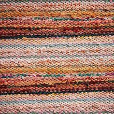 Rag Rugs, Kilim Rugs, Recycled Fabric, Yarn Crafts, Woven Rug, Carpets, Living Rooms, Helmet, Weaving