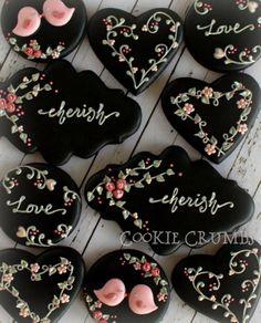 ネイビーとベージュのアイシングクッキー の画像|~Cookie Crumbs~クッキー・クラムズのアイシングクッキー
