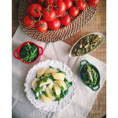 """""""Steamed local greens: wild mustard greens, spinach, dandelion root -along with pomegranate & collard green salad  #rawtill4 #eatingclean…"""""""