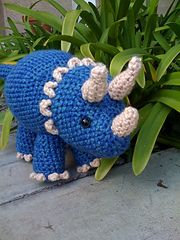 This is awesome!!!  Ravelry: Triceratops Dinosaur $5.00 pattern by Joanne Succari