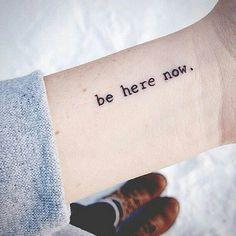30 tatuagens delicadas (desenhos, frases e palavras) & 17 dicas para quem…