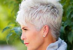 Creative and Modern Tricks Can Change Your Life: Older Women Hairstyles Natural messy hairstyles half up.Women Hairstyles Over 50 Jane Fonda women hairstyles over 50 gray.Women Hairstyles Over 50 Jane Fonda. Pixie Haircut Styles, Longer Pixie Haircut, Short Pixie Haircuts, Curly Hair Styles, Pixie Hairstyles, Haircut Short, Trendy Hairstyles, Hairstyles Haircuts, Daily Hairstyles