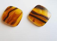 Vintage Pierced Earrings Rootbeer Swirl Marble Amber Lucite Diamond Shape #DiamondPiercedEarringsLuciteRootbeerAmber