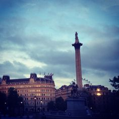 Storm clouds gathering over Trafalgar Square, #London this evening 16°C I 61°F #BurberryWeather
