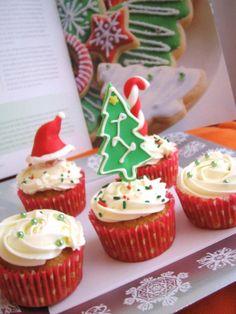 Poco espacio para el Árbol de Navidad!  Olvidaste el gorro de Papá Noel!  MISs Cakes tiene la solución, reserva tus CupCakes navideños MISs Cakes pone la imaginación!!!  Repostería Creativa.  639441603. misscakes_cocktails@hotmail.com.