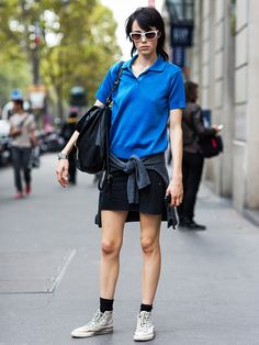 Edie Campbell in polo shirt, sporty and preppy Polo Fashion, Tennis Fashion, Street Fashion, Tomboy Chic, Model Street Style, Spring Shirts, Fashion Lookbook, Everyday Look, Who What Wear