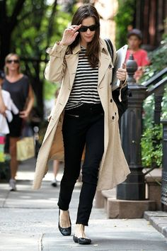 The trench coat is très chic and a wardrobe staple. | www.lipstickandcake.com