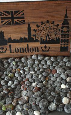Gefilzte Steine Sitzunterlage aus unserer Monatsaktion April 2018 London, Atelier, Stones, London England
