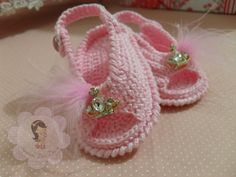 Knitting slippers pattern toe 23 ideas for 2019 Crochet Baby Sandals, Baby Girl Crochet, Crochet Shoes, Knit Crochet, Knitted Booties, Baby Slippers, Baby Boots, Doll Shoes, Baby Knitting