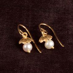 Ahalya Gold and Pearl Jhumka - Brands / Ahalya - Parisera Pearl Jewelry, Indian Jewelry, Jewelery, Silver Jewelry, Beaded Earrings, Beaded Jewelry, Silver Earrings, Gold Earrings Designs, Jewelry Model