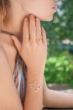 #bemylilou #ring #clover #openwork #fashion #jewelry Dress Up, Fingers, Bracelets, Fashion Jewelry, Ring, Bangles, Rings, Costume, Finger