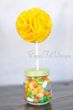 sugartotdesigns: Baby Jar Topiary felt flower tutorial -- could be fun to use dog theme fabric and fill with dog treats for a doggie party Baby Jars, Baby Food Jars, Baby Food Jar Crafts, Felt Flower Tutorial, Jar Gifts, Felt Flowers, Baby Food Recipes, Party Planning, Just In Case