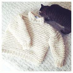 Jedyny słuszny wybór dzisiaj  #wool #welna #weareknitters #instacat #kot #zimno #jesien #autumn #nolita #nolitasweater @weareknitters @czaszamotac