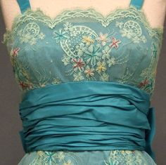 vintage dress bodice of embroidered lace & turquoise silk taffeta cocktail dress Vintage Dresses, Vintage Outfits, Vintage Fashion, 1950s Dresses, 1950s Fashion, Vintage Clothing, Looks Vintage, Vintage Love, Vintage Beauty