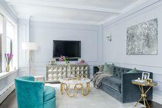 A Regal & Modern Midtown Apartment – Homepolish Luxury Home Decor, Luxury Interior, Trends 2018, Living Room Decor, Living Spaces, Living Rooms, Hollywood Regency Decor, Living Room Inspiration, Design Inspiration