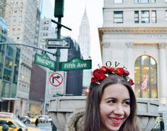 Un #tocado de #novia con mucho #amor #flores #rojas #love