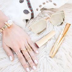 Festival ready with #WCOgirlgang @sarahstylesseattle ✨ Gold x Marble obsessed with the Athena Rings / Instashop…