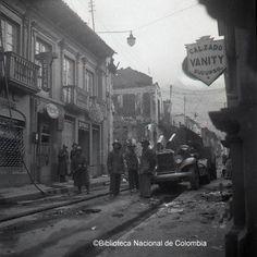 Cuerpo Oficial de Bomberos, durante el Bogotazo Liverpool, Bogota Colombia, Antique Photos, Cities, Fotografia, Souvenirs, Sweetie Belle