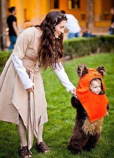 Such a cute Leia and Ewok cosplay!