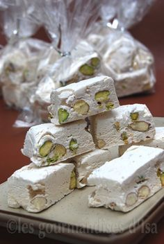 1 pinch of salt ; 150 ml of water; 120 ml g) honey; 1 cup g) unblanched pistachios and almonds ( Köstliche Desserts, Delicious Desserts, Dessert Recipes, Yummy Food, Candy Recipes, Cookie Recipes, Nougat Torte, Biscuit Cookies, Sweet Treats