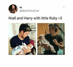 Niall is like the loving dad with all the time in the world for his daughter and harry is like a single dad who multitask and works a lot to support his daughter who he loves Harry Styles, Harry Edward Styles, Niall Horan, Zayn, One Direction Humor, One Direction Harry, Niall And Harry, Holding Baby, James Horan