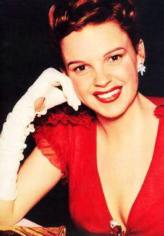 Judy Garland, she looks so beautiful!