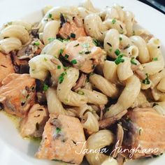 Tanya's Food Experience: Salmon and Mushroom Pasta!