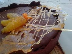 Tarta sable de cacao con mousse de chocolate y naranja