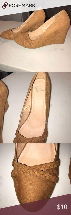 "💫🆕 Report Wedged Heels💫 Super cute and comfortable Wedged closed Heels. Suede like material heel height 3.5"" Report Shoes Heels"