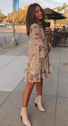15 Lovely Chic Spring Outfits Women for Work- - wardrobe.- - 15 Lovely Chic Spring Outfits Women for Work- – wardrobe.decordiy…- Source by - Spring Outfit Women, Spring Summer Fashion, Spring Style, Casual Spring Outfits, Casual Dress Outfits, Spring Looks, Mode Outfits, Fashion Outfits, Fashion Trends