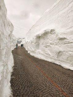 our-amazing-world:  Gotthard pass, Switz Amazing World