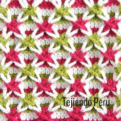 Un nuevo y divertido punto: estrellas  de vainillas o estrellas polacas  Es fácil de tejer y cuando se trenzan las vainillas se forman las bellas estrellas en relieve ⭐️✨ El enlace está en nuestro perfil de Instagram!  #crochet #ganchillo #diy #stitch #puntada #tejiendoperu