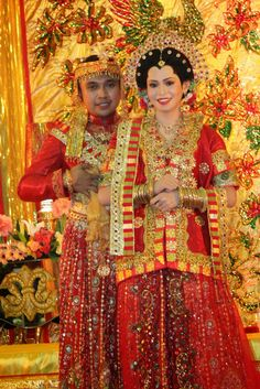Bodo a Women Wedding Dress from Bugis Makassar, Sulawesi Traditional Dresses, Traditional Wedding, Indonesian Wedding, Foto Wedding, Marriage Dress, Bodo, Indian Bridal Wear, Wedding Costumes, Makassar