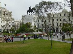 Miraflores: Plaza de Armas soldier's memorial, Lima, Peru