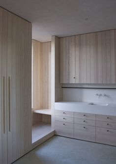 Rustic Home Interior Bishop Edward King Chapel by Niall McLaughlin Architects. Vertical timber boards lining overhead shelves. Continuous rail along splashback. Bathroom Interior Design, Kitchen Interior, Kitchen Design, Interior Livingroom, Interior Architecture, Interior And Exterior, Timber Boards, Kitchen Cabinet Styles, Interiores Design
