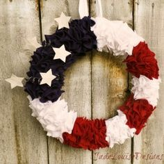 Post image for Wreath Tutorial | 4th of July DIY Patriotic Wreath #crafts for Independence Day