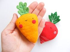 PDF pattern  Carrot & radish earphones holders  cute por iManuFatti