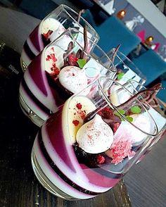 Dessert-Rezepte: 67 Quick Easy & Actually Delicious Dessert Recipe Ideas Your Fa … – Nachspeisen - New ideas Gourmet Desserts, Fancy Desserts, Plated Desserts, Delicious Desserts, Dessert Recipes, Awesome Desserts, Easter Desserts, Gourmet Foods, Cake Recipes