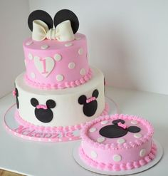 Minnie Mouse First Birthday Cake Ideas - Share this image!Save these minnie mouse first birthday cake ideas for later by s Minnie Mouse Party, Minni Mouse Cake, Minnie Mouse Birthday Cakes, Custom Birthday Cakes, First Birthday Cakes, Birthday Ideas, Mini Mouse 1st Birthday, Mickey Birthday, Bolo Minnie