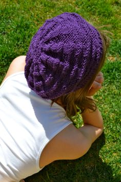 A basic chunky knit beret pattern (free) done on straight needles (US 10/6mm)...