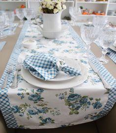 Mesa Posta: Floral e xadrez azul!