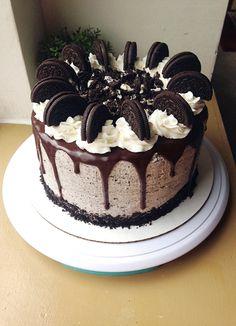 I made an Oreo drip cake for my cousin's birthday! 2019 I made an Oreo drip cake for my cousin's birthday! The post I made an Oreo drip cake for my cousin's birthday! 2019 appeared first on Birthday ideas. Oreo Cake Recipes, Dessert Recipes, Baking Recipes, Oreo Desserts, Frosting Recipes, Cookie Recipes, Oreo Torta, Chocolate Oreo Cake, Chocolate Birthday Cake For Men